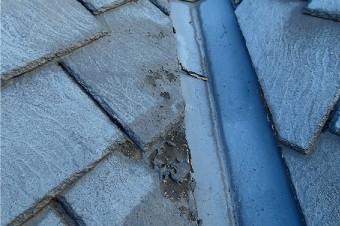 経年劣化し、破損したアーバニー屋根材