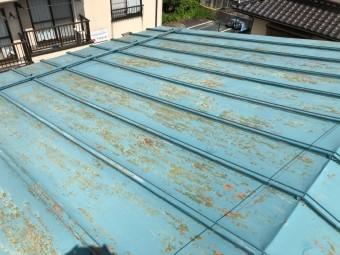サビてしまった古いトタン屋根