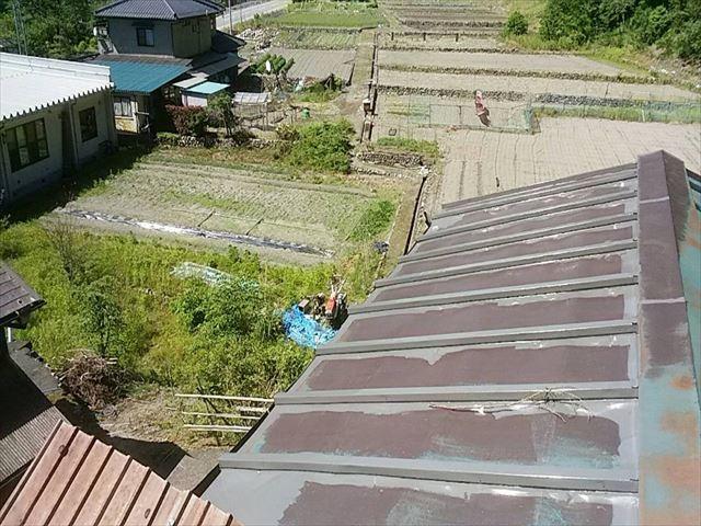 長野県飯田市上村 トタン屋根中塗り1