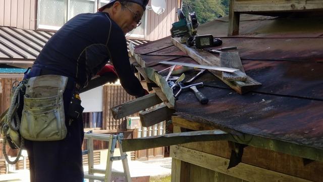 庇の改修 大工工事開始です