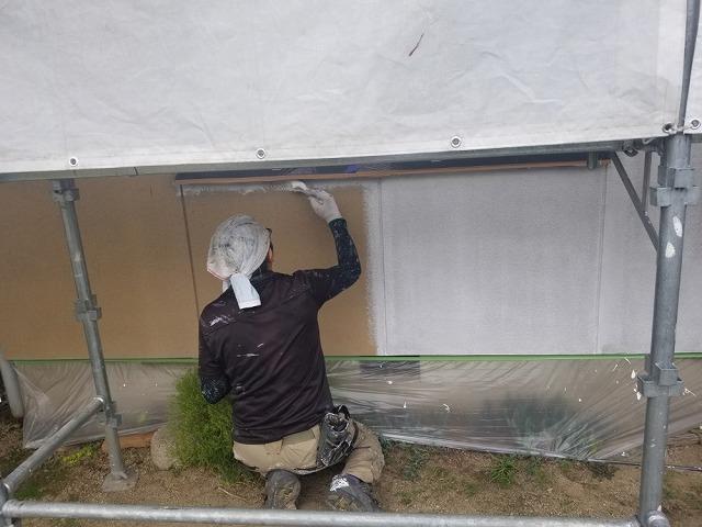 外壁用下塗り開始です
