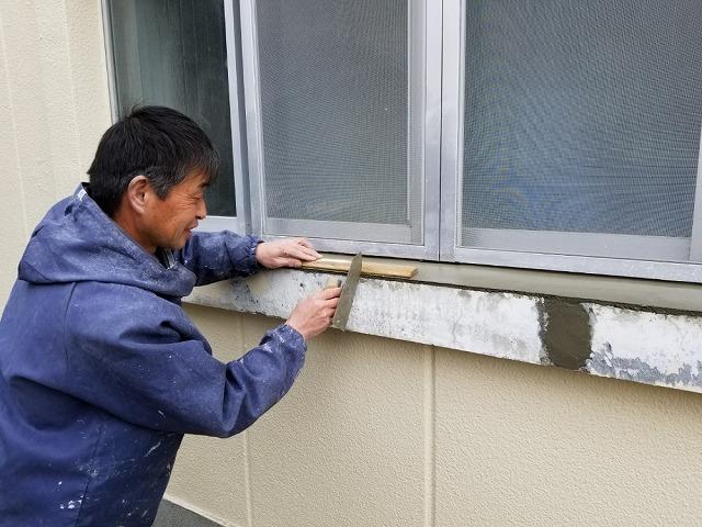 セメントを塗っていきます 小手を使います 面取りをします