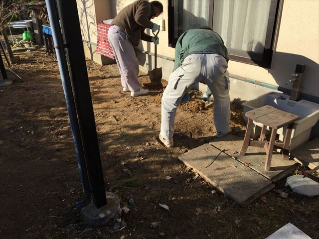 土台作り開始です