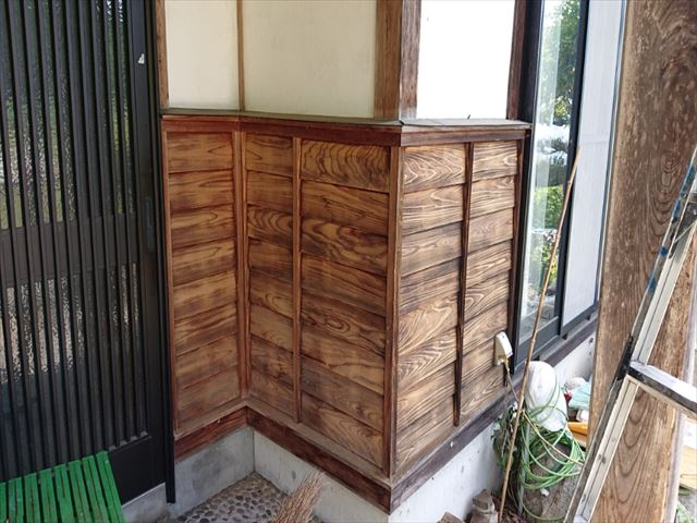 長野県飯島町腰壁玄関木部塗装ケレン4