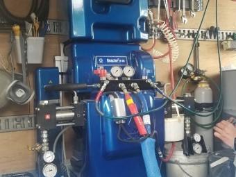 超速ウレタン防水の車載システムです システム本体です