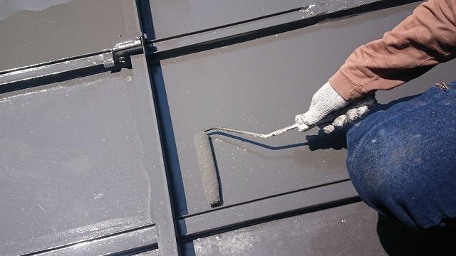 トタン屋根上塗り開始です