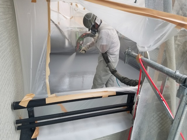 超速硬化防水工事 施工中です