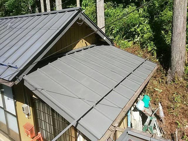 長野県飯田市上村 トタン屋根中塗り7