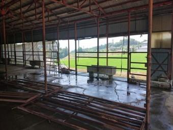 長野県飯島町牛舎解体2