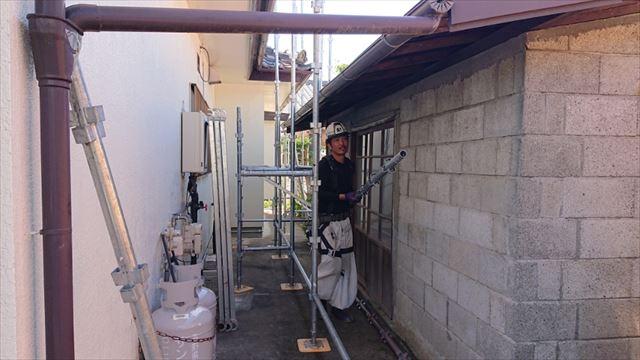 長野県駒ヶ根市モルタル外壁塗装足場作業9