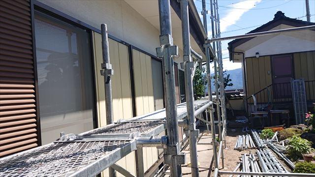 長野県駒ヶ根市モルタル外壁塗装足場作業8