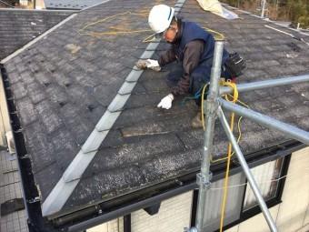 スレート屋根(コロニアル)の下地補修しています