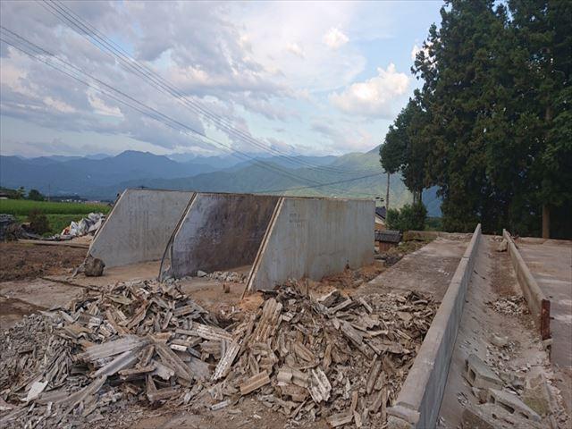 長野県飯島町スレート牛舎解体後半1