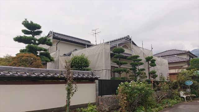 長野県駒ヶ根市モルタル外壁塗装足場作業4