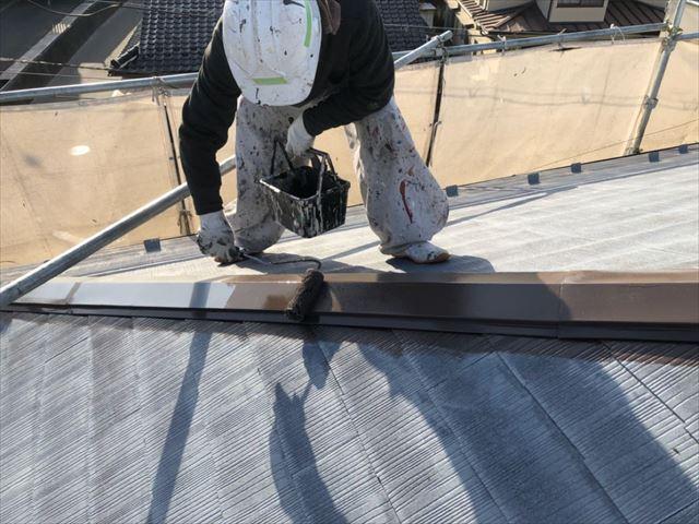 スレート屋根中塗り開始です