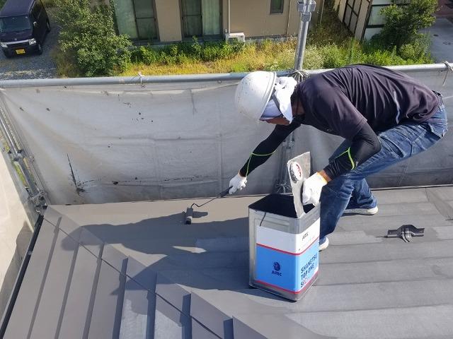 トタン屋根下塗り開始です②