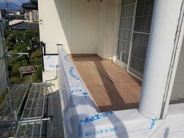 ベランダに防水シートを貼って大工工事完成です