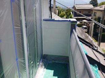 長野県駒ヶ根市外壁屋根塗装窓枠養生作業1