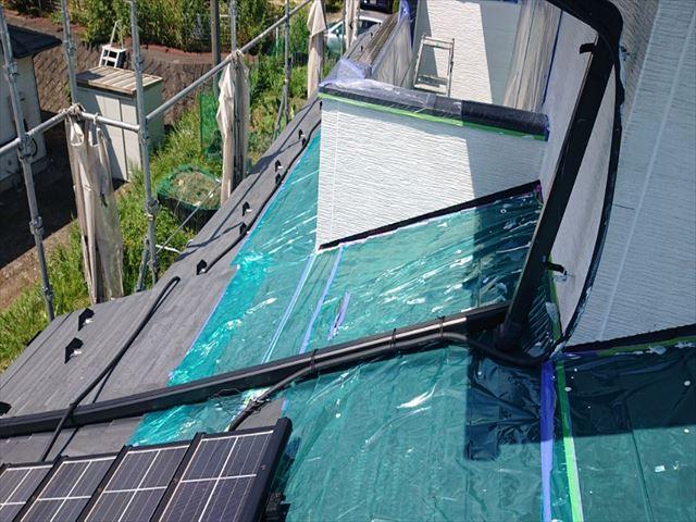 長野県駒ヶ根市外壁屋根塗装窓枠養生作業4