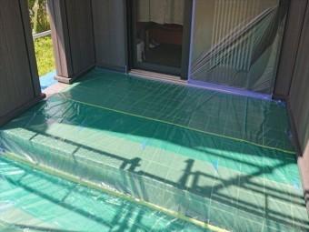 長野県駒ヶ根市外壁屋根塗装窓枠養生作業6