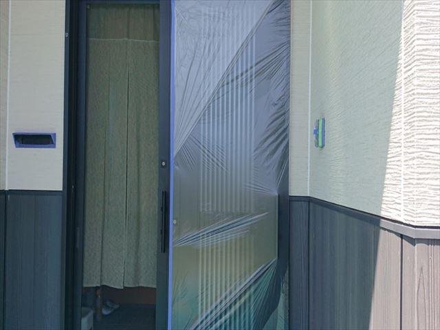 長野県駒ヶ根市外壁屋根塗装窓枠養生作業7