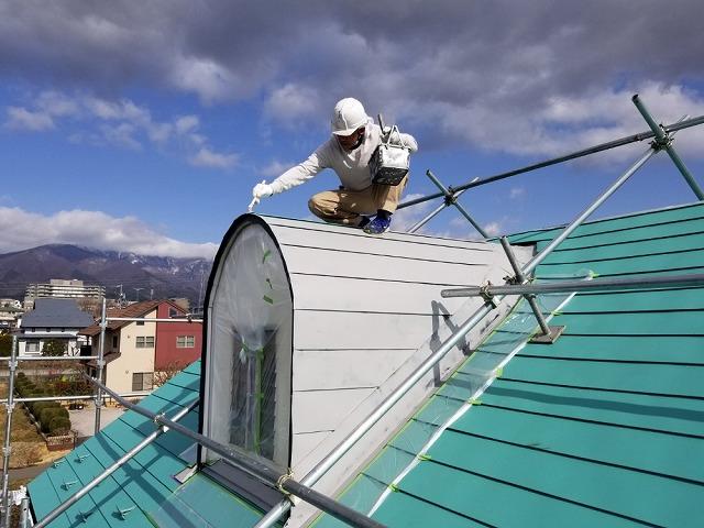 伊那市にて 鳩小屋の屋根塗装の様子