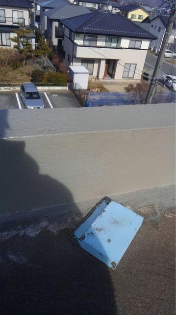 防水施工開始です 下地処理しています プライマー塗ります