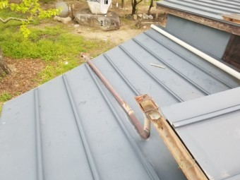 トタン屋根塗装前です