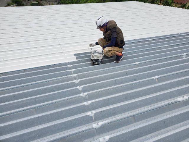 折板屋根_下塗り2