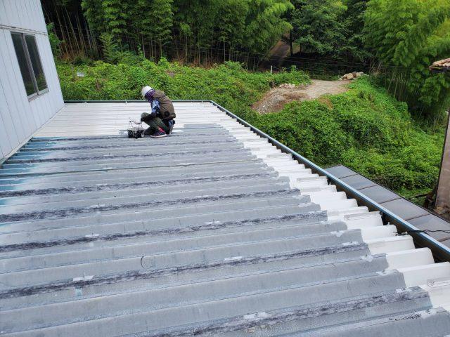 折板下屋根_下塗り3