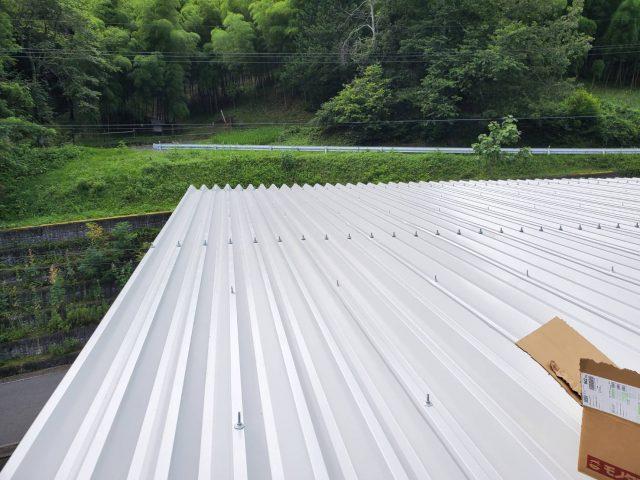 折板屋根_ボルトキャップ2