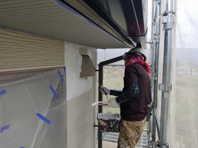 外壁の下塗り開始です