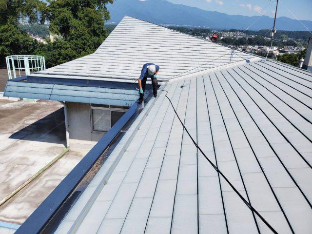 長野県伊那市で外壁の塗装工事などを行います。-洗浄します