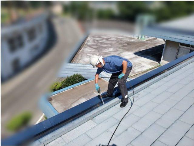 伊那市_屋根塗装工事_屋根洗浄2背景ぼかし