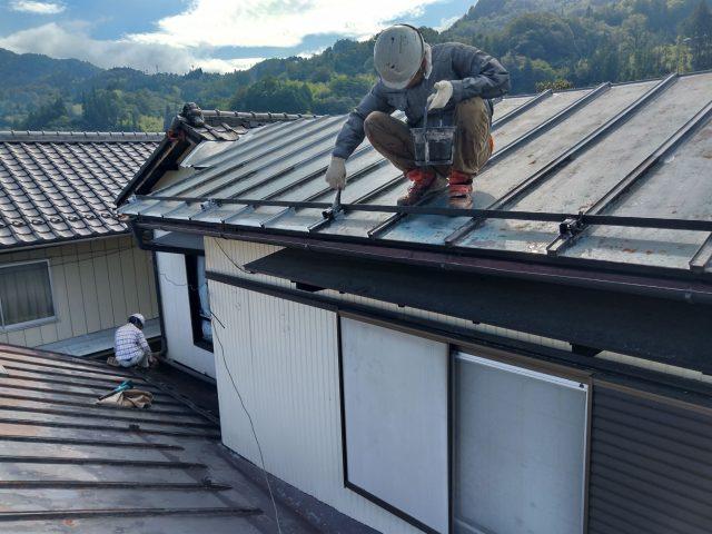 阿南_屋根塗装シリコン_下塗り1