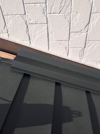 ガルバニウム鋼板水切りを張っていきます