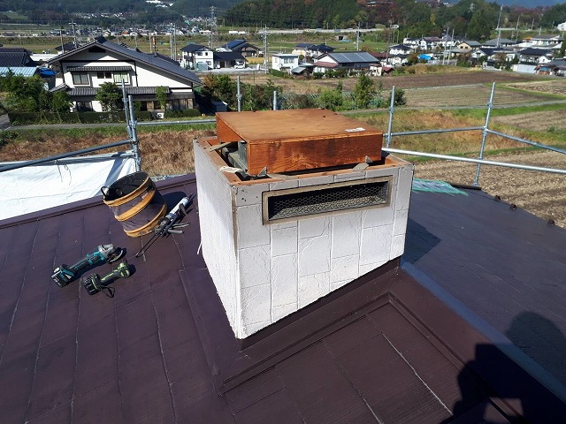 パナホーム屋根 煙突部の板金巻きです