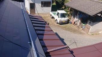 飯田市北方屋根葺き替え塗装中塗り3