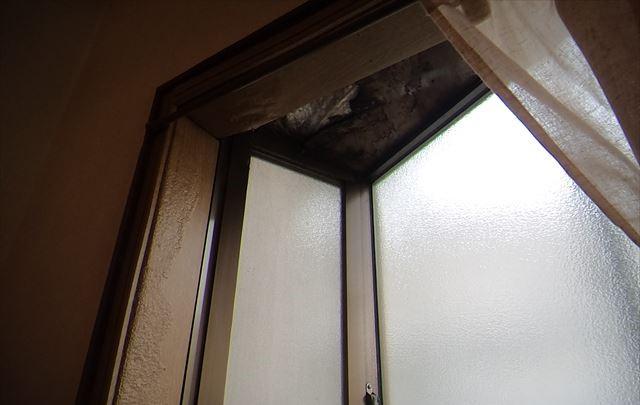 雨漏りの箇所です 出窓の上でした