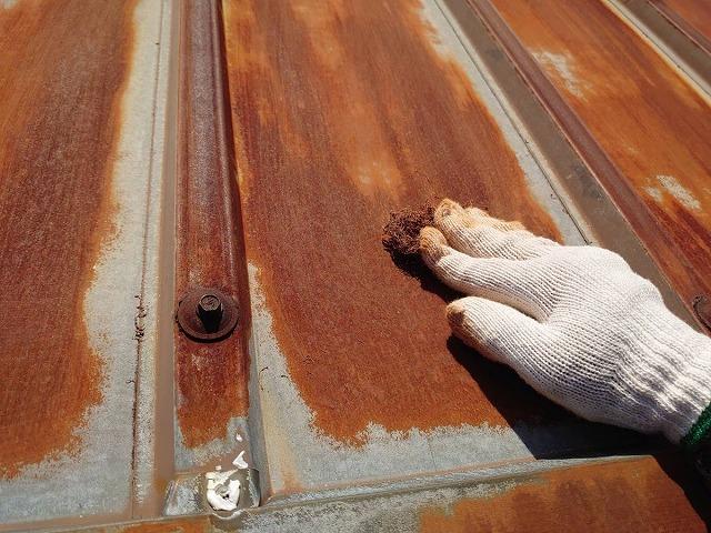 トタン屋根ケレン作業