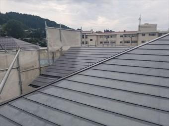 トタン屋根下塗りしました