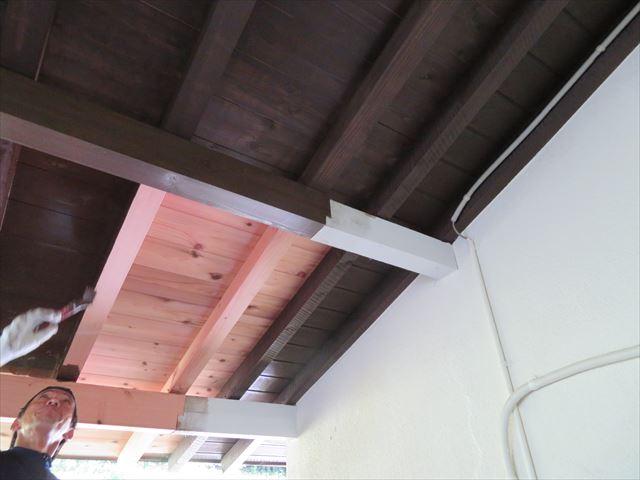 新規屋根の塗装しています