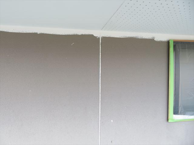 軒天の塗装しています