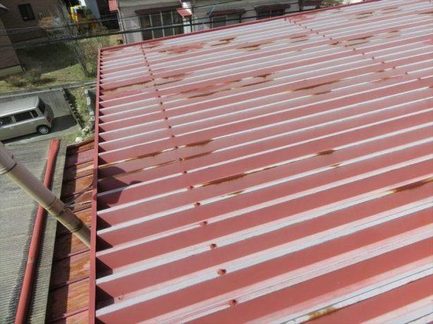 塗装前のトタン屋根お宅です