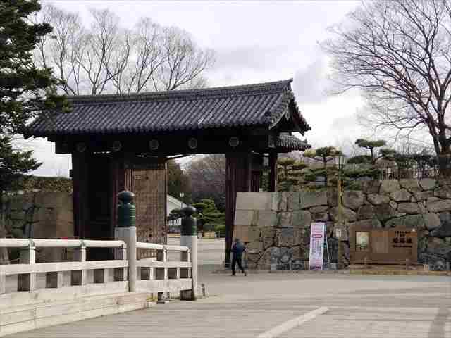 姫路駅前からの姫路城
