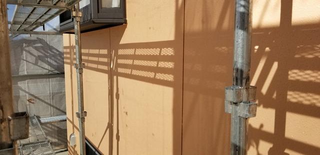 外壁塗装上塗り開始です