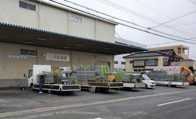 飯田市育良町にて、日本通運様倉庫の屋根カバー工事を行います。―足場組立