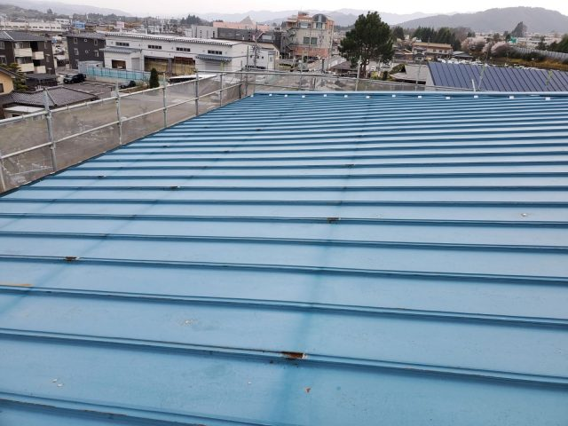 飯田市育良町にて、日本通運様倉庫の屋根カバー工事を行います。―撤去作業