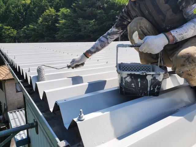 折板屋根_上塗り2