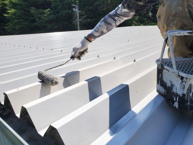 折板屋根_上塗り3